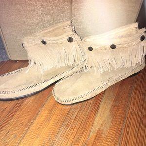 Minnetonka moccasin short boot with fringe